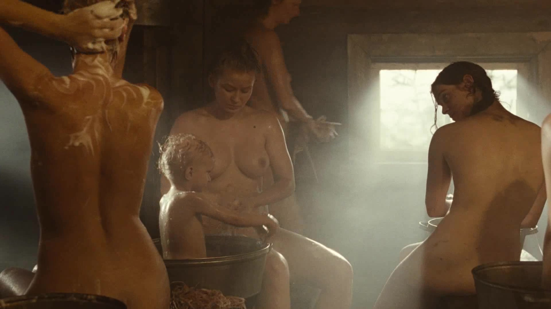 posmotret-filmi-golie-devushki